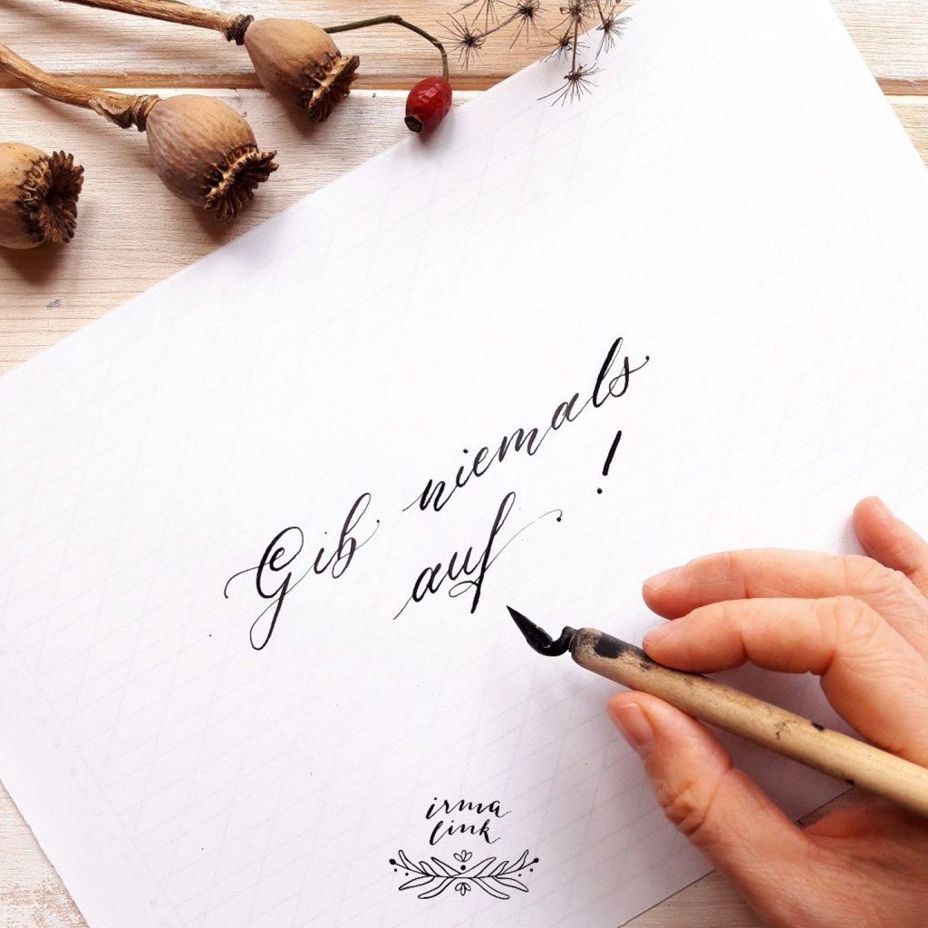 Praxis Tipps Kalligraphie lernen für Anfänger Onlinekurs Fortgeschritten irma link Kalligraphin Berlin Brandenburg